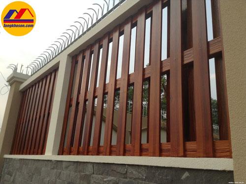 Cách biến cửa sắt thành cửa giả gỗ bằng sơn